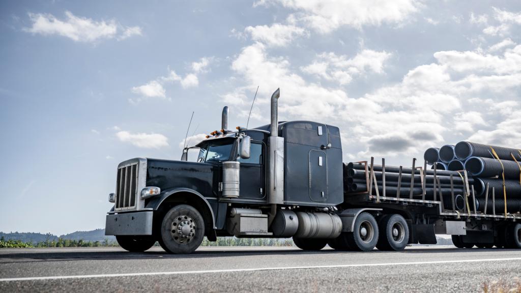 Trucker on road e-filing IRS 2290 wiht express truck tax